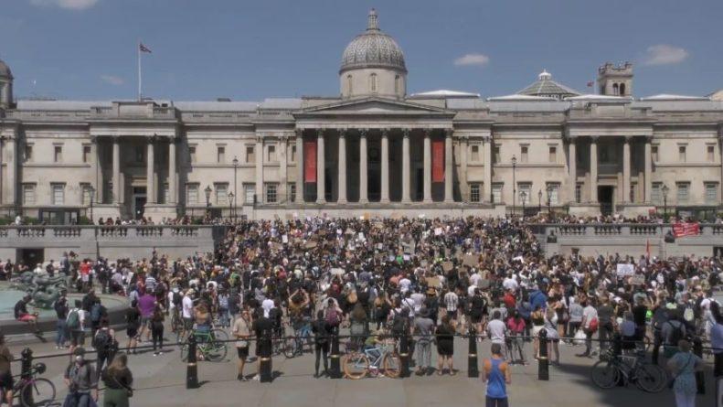 Общество: Британцы раскритиковали решение Лондона вступить в AUKUS