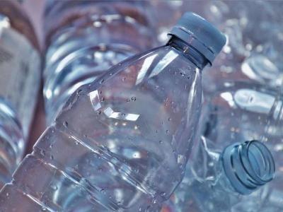 Общество: В Британии запустили в производство безвредный для планеты пластик