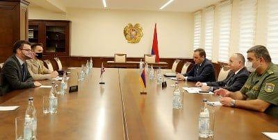 Общество: Министр обороны Армении и посол Великобритании обсудили вопросы региональной безопасности