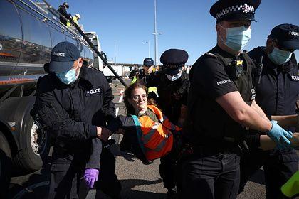Общество: Экоактивисты заблокировали «торговое окно» Великобритании