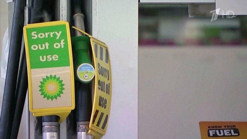 Общество: В Британии дефицит водителей бензовозов привел к нехватке горючего на АЗС