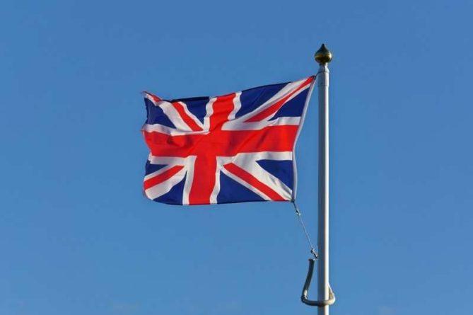Общество: Великобритания приступила к распродаже военных кораблей, самолётов и бронетехники