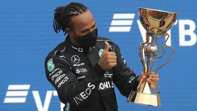 Общество: Британец Хэмилтон победил на этапе Гран-при России «Формулы-1»
