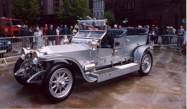 Общество: В Великобритании устроили гонки на старинных Rolls-Royce и мира