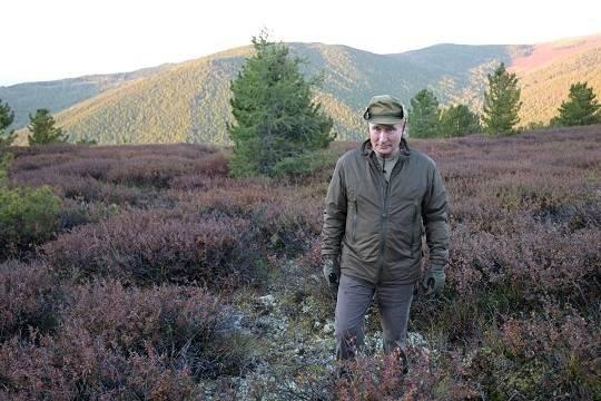 Общество: В Великобритании оценили фотографии Путина, побывавшего на отдыхе в Сибири с Шойгу