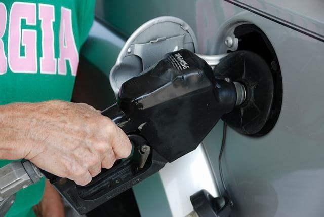 Общество: В Великобритании из-за дефицита топлива массово перестали работать заправки и мира