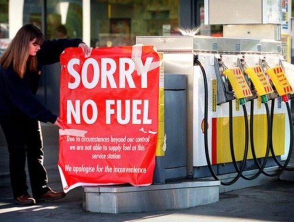 Общество: С дефицитом бензина в Великобритании будет бороться армия
