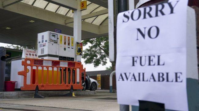 Общество: Топливный кризис: Британия отменит конкуренцию и завезет водителей из-за границы