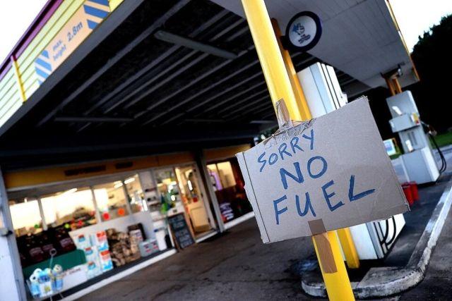 Общество: Британию накрыла паника из-за топлива: власти привлекают армию