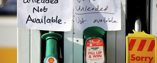 Общество: Власти Британии намерены привлечь военных для доставки топлива на АЗС