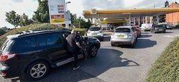 Общество: Британию охватил топливный кризис: Заправки массово остались без бензина