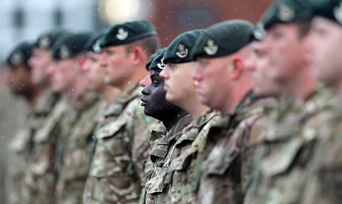 Общество: В Британии мобилизовали военных на фоне топливного кризиса