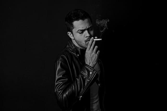 Общество: Ученые из Великобритании сообщили о повышенном риске тяжелого COVID-19 у курильщиков и мира