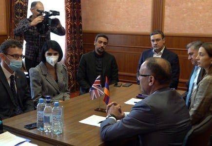 Общество: Члены парламентской фракции блока «Армения» и посол Великобритании обсудили вопрос пленных