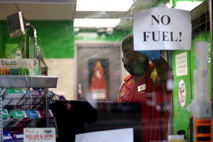 Общество: Бензин в Британии предложили продавать только избранным