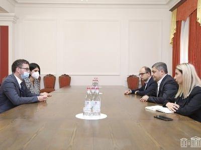 Общество: Посол Британии выступил за урегулирование арцахского вопроса в рамках сопредседательства МГ ОБСЕ