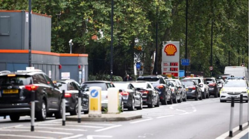 Общество: В Великобритании на АЗС очереди из-за проблем с горючим