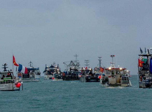 Общество: Франция угрожает ответными мерами против Великобритании, из-за разрешений на рыбалку