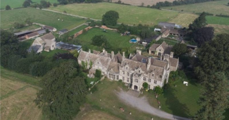 Общество: В Великобритании выставили на продажу дом по соседству с поместьем будущего короля