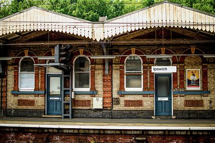 Общество: Англичане начали «охоту» за жильем у вокзалов