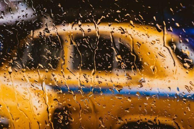 Общество: Британка стала засыпать с молотком в руках из-за навязчивого таксиста