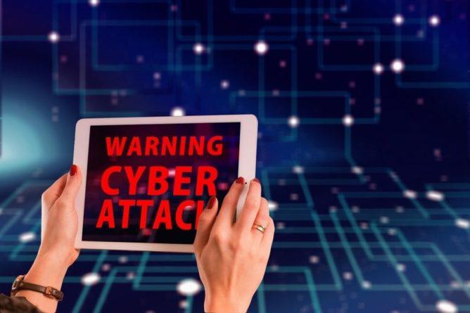 Общество: Министр обороны Великобритании пригрозил врагам кибератаками