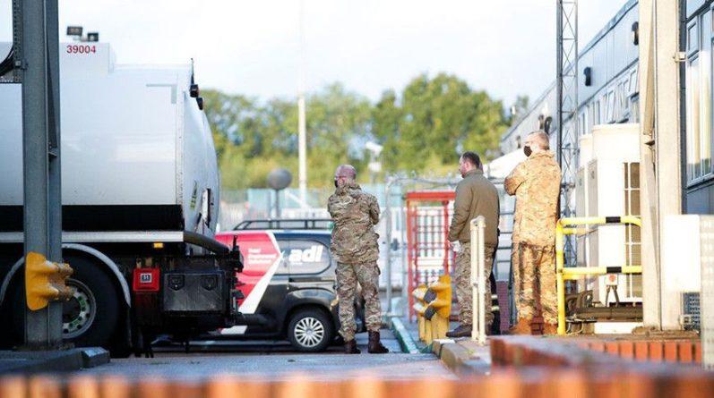 Общество: В Великобритании военные начали доставлять топливо на АЗС