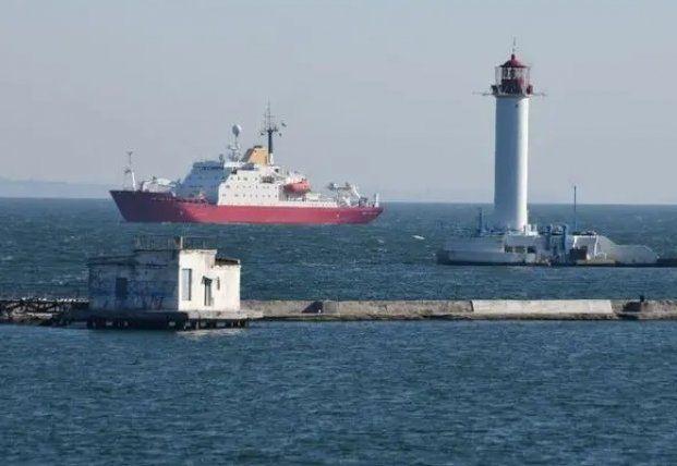 Общество: В порт Одессы прибыл купленный у Британии ледокол (фото)
