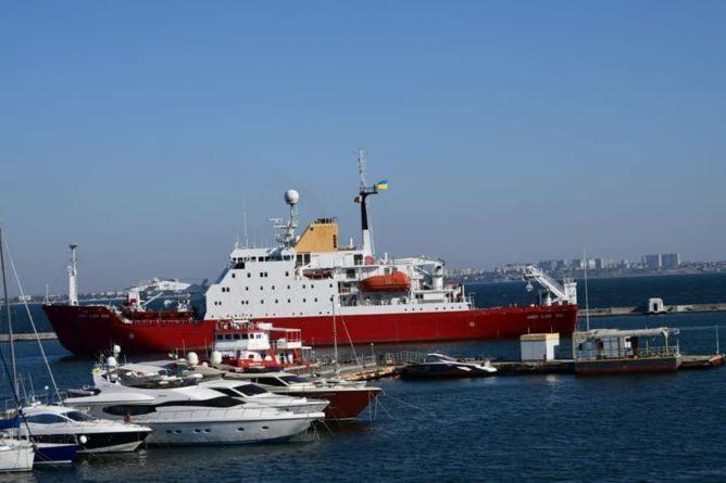 Общество: Британцы передали Украине корабль-шпион