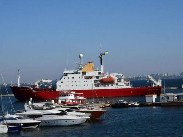 Общество: Украинский ледокол, купленный у Великобритании, прибыл в Одессу