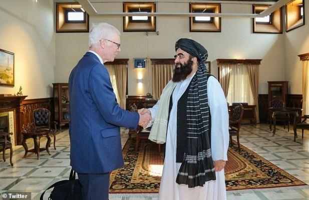 Общество: Британия возвращается в Афганистан: посланник Джонсона провел переговоры с талибами