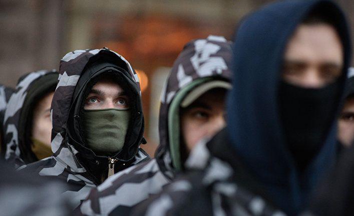 Общество: Страна (Украина): тренируются в Британии и Германии. Как Запад обучает ультраправых Украины военному делу
