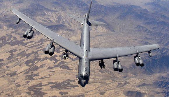 Общество: США перебросили в Британию два стратегических бомбардировщика