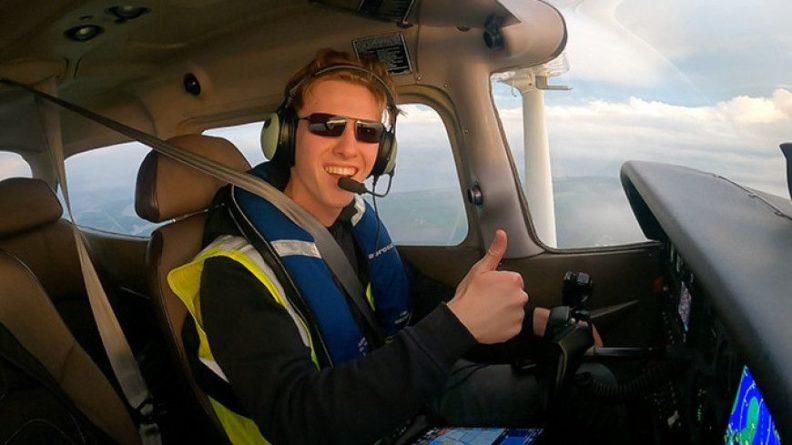 Общество: 18-летний британец пролетел вокруг Земли за 44 дня