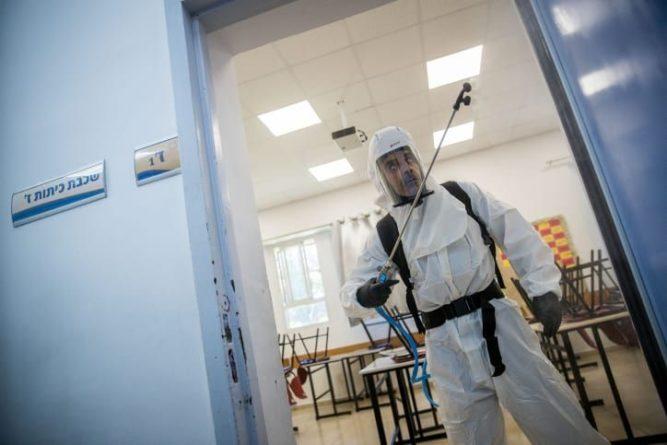 Общество: Ученые из Великобритании выяснили, насколько легко заразиться коронавирусом в помещении и мира