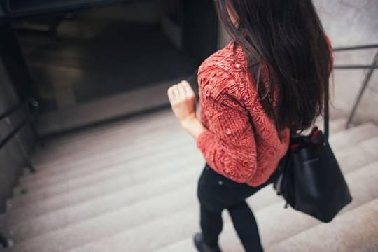 Общество: В Великобритании разработали приложение для гуляющих в одиночестве женщин