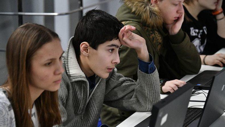 Общество: «Ослабление России — один из приоритетов»: Лондон запланировал выделить около £1,2 млн на работу с российской молодёжью