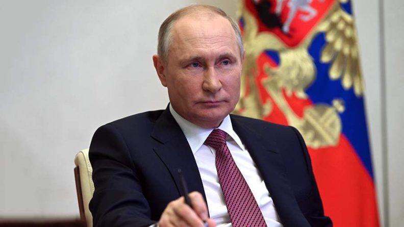 Общество: Замешан Путин: Британия обвинила Россию в краже формулы вакцины против COVID