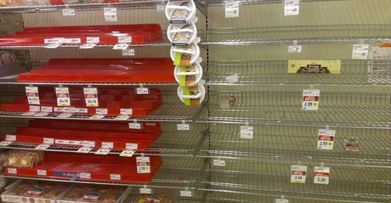 Общество: В супермаркетах Великобритании покупатели опустошили полки