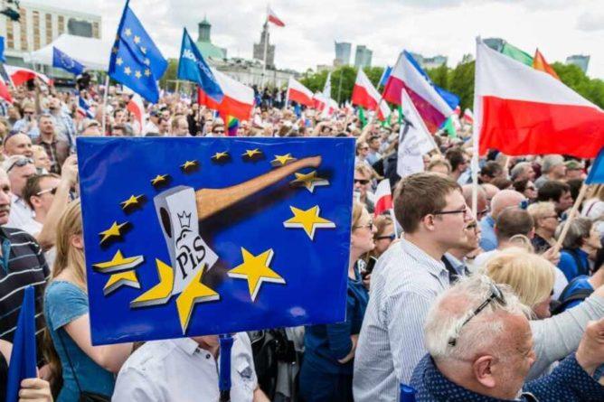 Общество: Британцы возмущены стремлением Польши ставить свои интересы выше ЕС
