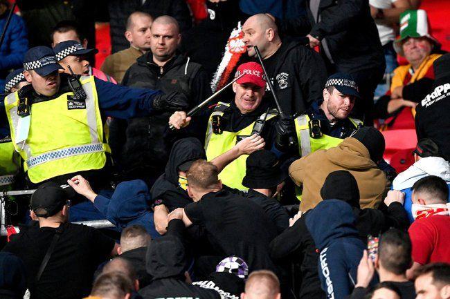 Общество: В игре отбора ЧМ Англия - Венгрия произошли стычки фанатов и полиции