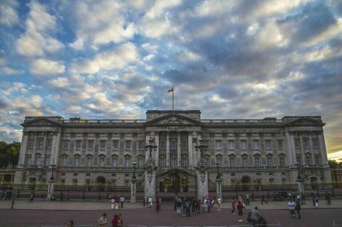 Общество: Королева Великобритании признала российский статус Крыма, на очереди — принц Уильям