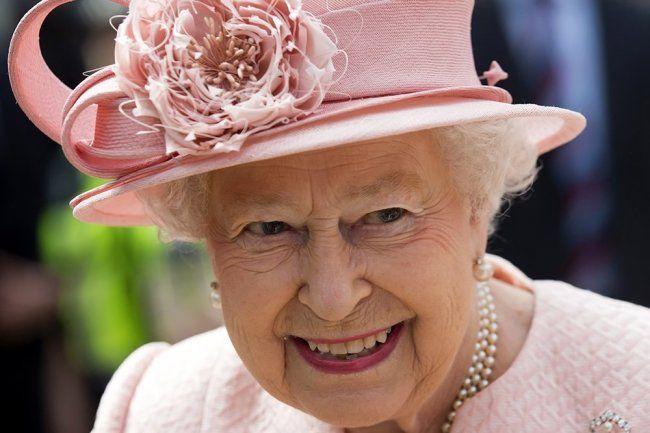Общество: Школьникам в Крым пришло письмо от королевы Великобритании