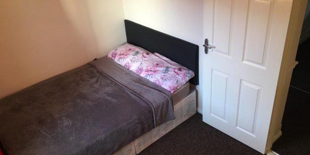 Сдаём Single комнату хороших размеров за £400 в месяц
